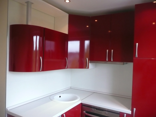 Curved doors kitchen designers high gloss kitchens for Pictures suitable for kitchen walls
